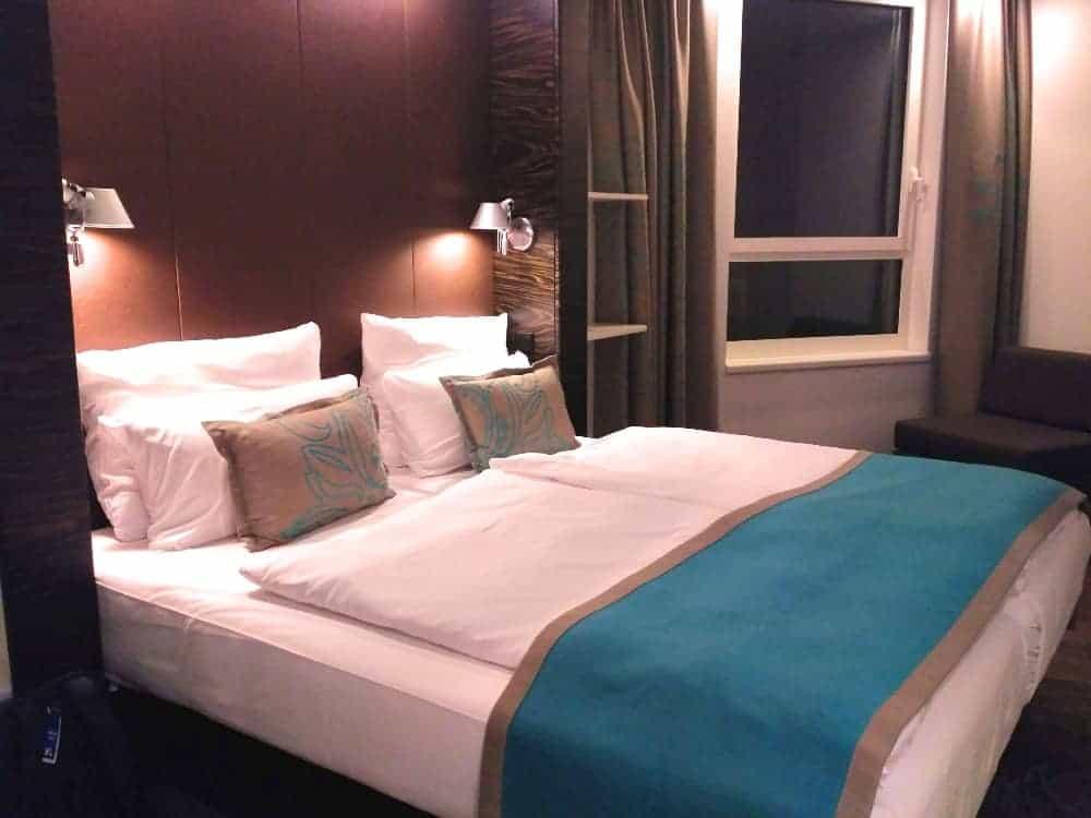 hotel motel one room